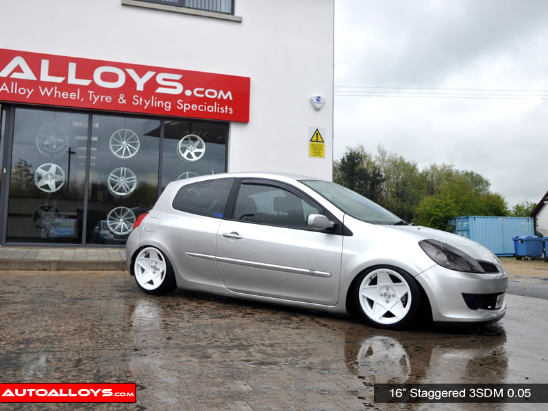 Renault Clio 06 - 13 16 inch 3SDM 0.05 White Alloy Wheels
